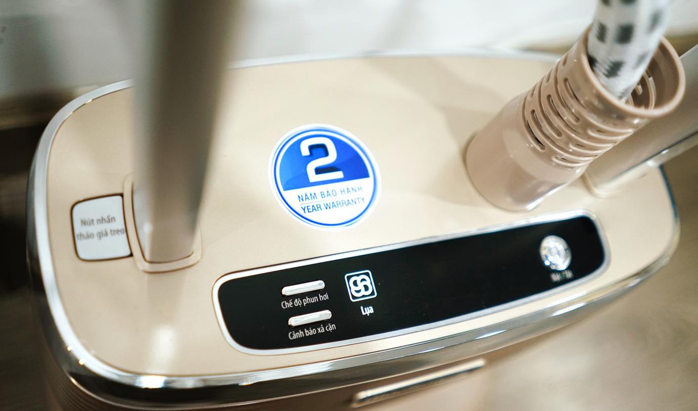 cách sử dụng bàn ủi hơi nước đứng